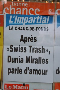Dunia Miralles manchette impartial Swiss trash Fille facile